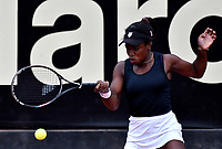 BOGOTÁ-COLOMBIA, 11-04-2019: Sachia Vickery de Estados Unidos, devuelve la bola Tamara Zidansek de Eslovenia, durante partido por el Claro Colsanitas WTA, que se realiza en el Carmel Club en la ciudad de Bogotá. / Sachia Vickery of United States, returns the ball against Tamara Zidansek of Slovenia, during a match for the WTA Claro Colsanitas, which takes place at Carmel Club in Bogota city. / Photo: VizzorImage / Luis Ramírez / Staff.