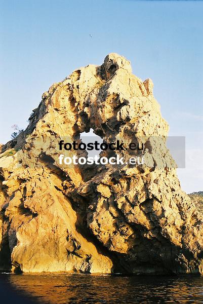 "Rock ""Sa Foradada"" at the west coast of Mallorca, seen from the seaside<br /> <br /> Roca Sa Foradada en la costa oeste de Mallorca, vista por el mar<br /> <br /> Sa Foradada-Felsen an der Westküste von Mallorca, vom Meer aus gesehen<br /> <br /> 1840 x 1232 px<br /> 150 dpi: 31,16 x 20,86 cm<br /> 300 dpi: 15,58 x 10,43 cm<br /> Original: 35 mm"