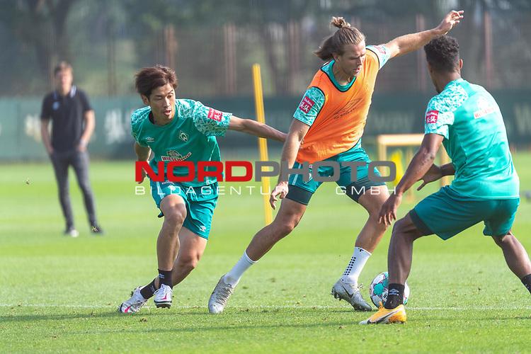 16.09.2020, Trainingsgelaende am wohninvest WESERSTADION - Platz 12, Bremen, GER, 1.FBL, Werder Bremen Training<br /> <br /> <br /> Zweikapf<br /> Niclas Füllkrug / Fuellkrug (Werder Bremen #11)<br /> Yuya Osako (Werder Bremen #08)<br /> Theodor Gebre Selassie (Werder Bremen #23)<br /> Querformat  ,Ball am Fuss, <br /> <br /> Foto © nordphoto / Kokenge