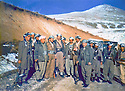 Iran 1979 .Near Oushnavieh, Akram Agha in front in the center, with his peshmergas .Iran 1979 .Pres d'Oushnavieh, Akram Agha, au premier plan, avec ses peshmergas