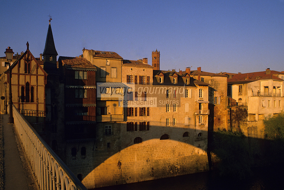 Europe/France/Aquitaine/47/Lot-et-Garonne/Villeneuve-sur-Lot : Pont vieux et chapelle Notre-Dame-du-Bout-du-Pont