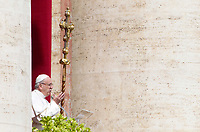 Pope Francis waves to the faithful from the central balcony of St. Peter's Basilica before to deliver the Easter's Urbi et Orbi message in St. Peter's Square at the Vatican, April 1, 2018.<br /> UPDATE IMAGES PRESS/Riccardo De Luca<br /> <br /> STRICTLY ONLY FOR EDITORIAL USE