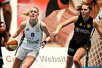 13-03-2021: Basketbal: Keijser Capital Martini Sparks v Grasshoppers: Haren Martini Sparks speelster Demi Mulder (l) met Grasshoppers speelster Noor Driessen