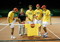 18-9-07, Rotterdam, Daviscup NL-Portugal, training, Right to play, v.l.n.r. Raemon Sluiter, captain Jan Siemerink,Robin Haase, Peter Wessels en Jesse Huta Galung