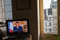 televisione con discorso di Macron