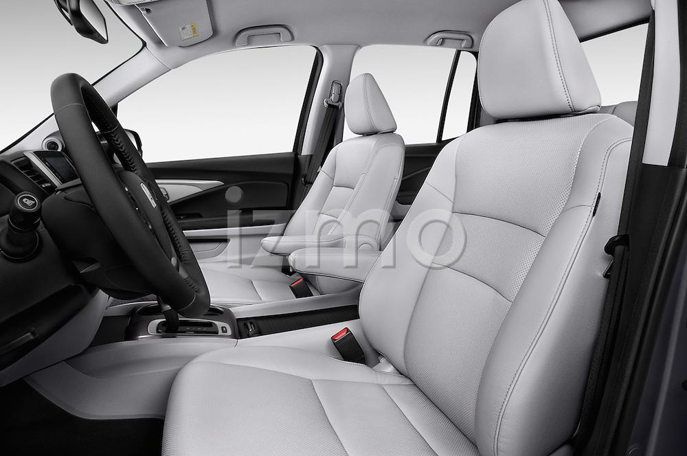 Front seat view of 2018 Honda Ridgeline RTL-T 4 Door Pick-up Front Seat  car photos