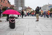 """Rechte demonstrieren in Bautzen gegen Fluechtlinge.<br /> Am Sonntag den 18. September 2016 versammelten sich im saechsischen Bautzen ca. 120 Rechte zu einem Kundgebung mit anschliessender Demonstration um gegen Fluechtlinge zu demonstrieren. Sie riefen Parolen gegen Fluechtlinge und gegen Angela Merkel und beschimpften Medienvertreter als """"Volksverraeter"""".<br /> Nach Aussagen von Anwohnern waren nur etwa 15 Teilnehmer aus Bautzen. Bautzener Rechtsextreme hatten zuvor aufgerufen, sich vorerst nicht an Demonstrationen zu beteiligen, bis ein von ihnen an die Stadtverwaltung gestelltes Ultimatum, zu Loesung der Fluechtlingsfrage verstrichen ist.<br /> Im Bild: Der Dresdner """"Pegida-Anwalt"""" Jens Lorek redet zu den Veranstaltungsteilnehmern.<br /> 18.9.2016, Bautzen/Sachsen<br /> Copyright: Christian-Ditsch.de<br /> [Inhaltsveraendernde Manipulation des Fotos nur nach ausdruecklicher Genehmigung des Fotografen. Vereinbarungen ueber Abtretung von Persoenlichkeitsrechten/Model Release der abgebildeten Person/Personen liegen nicht vor. NO MODEL RELEASE! Nur fuer Redaktionelle Zwecke. Don't publish without copyright Christian-Ditsch.de, Veroeffentlichung nur mit Fotografennennung, sowie gegen Honorar, MwSt. und Beleg. Konto: I N G - D i B a, IBAN DE58500105175400192269, BIC INGDDEFFXXX, Kontakt: post@christian-ditsch.de<br /> Bei der Bearbeitung der Dateiinformationen darf die Urheberkennzeichnung in den EXIF- und  IPTC-Daten nicht entfernt werden, diese sind in digitalen Medien nach §95c UrhG rechtlich geschuetzt. Der Urhebervermerk wird gemaess §13 UrhG verlangt.]"""