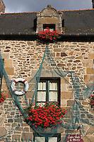France, Ille-et-Vilaine (35), Côte d'Emeraude, vallée de la Rance, Saint-Suliac, labellisé Les Plus Beaux Villages de France,  Le port sur les bords de Rance  - détail maison de pêcheur // France, Ille et Vilaine, Cote d'Emeraude (Emerald Coast), Rance Valley, Saint Suliac, labelled Les Plus Beaux Villages , the port on the Rance