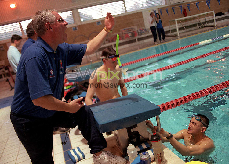 Pix:Ben Duffy/SWpix...World Class Potential Swimming camp(Boys ages 14-17)...23/02/2001..COPYRIGHT PICTURE>>SIMON WILKINSON..Mick  Hepwood barks out the orders at the British World Class swimming camp in Bath