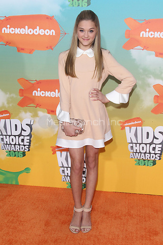 INGLEWOOD, CA - MARCH 12: LIzzy Greene at Nickelodeon's 2016 Kids' Choice Awards at The Forum on March 12, 2016 in Inglewood, California. Credit: mpi24/MediaPunch