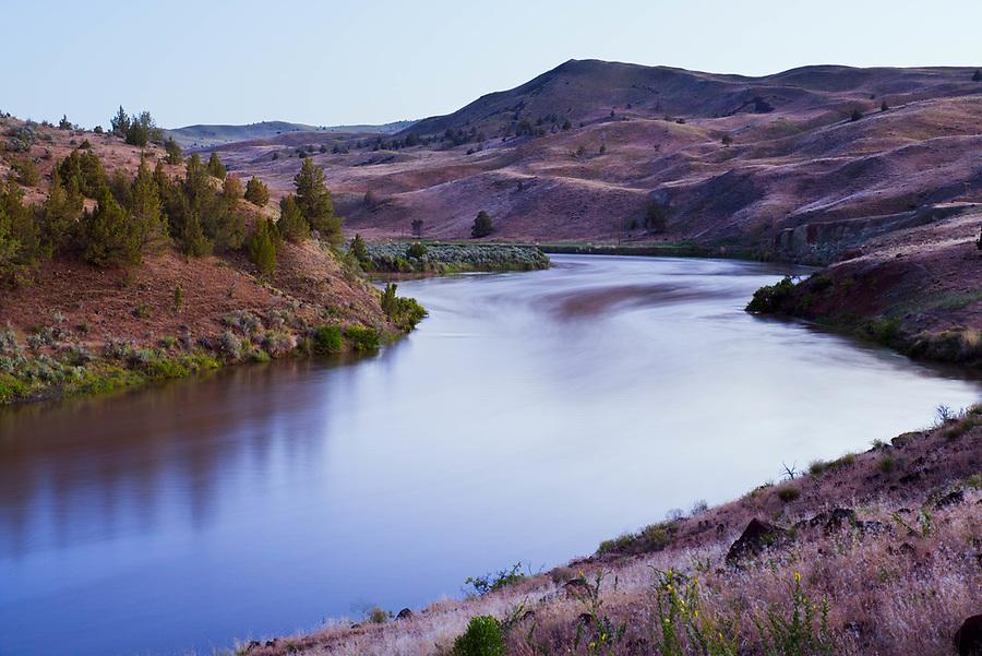 John Day River flowing through central Oregon desert, Oregon, USA