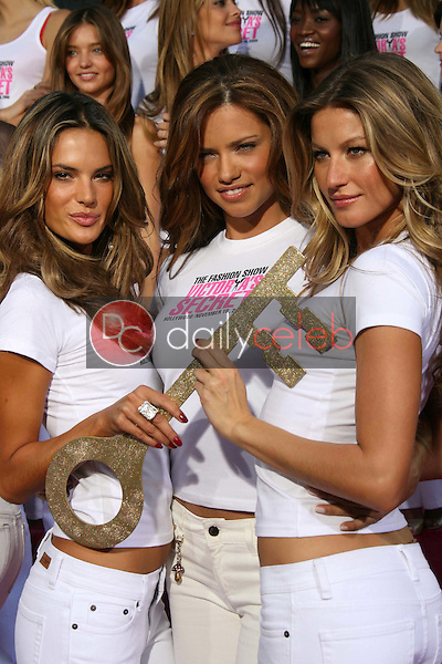Alessandra Ambrosio with Adriana Lima and Gisele Bundchen<br />receiving the Key to the City of Hollywood. Grauman's Chinese Theatre, Hollywood, CA. 11-15-06<br />Dave Edwards/DailyCeleb.com 818-249-4998