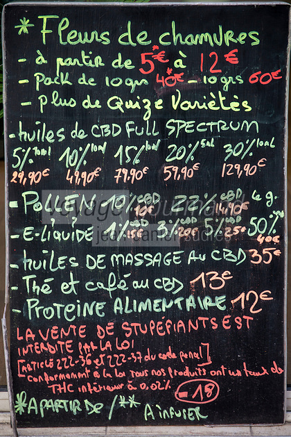 Europe/ Ile de France/France:/Paris / 75011: rue Saint-Maur  - Ardoise : Vente fleurs de chanvre, CBD, Huile de massage  // Europe / Ile de France / France: / Paris / 75011: rue Saint-Maur - Ardoise: Sale of hemp flowers, CBD, Massage oil