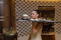 Europe/France/Rhone-Alpes/73/Savoie/Courchevel: Service en salle au Restaurant: Le 1947, Maison Cheval Blanc, Le Jardin Alpin, [Non destiné à un usage publicitaire - Not intended for an advertising use]