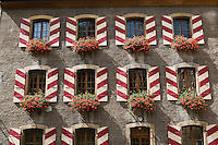 Europe/Suisse/Jura Suisse/ Neuchatel: Le Château, détail des fenêtres