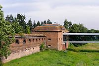 Alte Befestigung auf der Dominsel in Posnan (Posen), Woiwodschaft Großpolen (Województwo wielkopolskie), Polen Europa<br /> Old fortication on cathedral island in Posnan, Poland, Europe