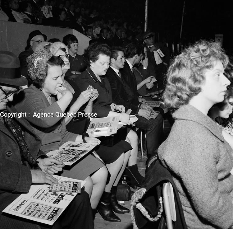 ARCHIVE -<br /> <br /> Le Carnaval de Quebec 1966 0u 1967 - Bingo<br /> <br /> PHOTO - Agence Quebec Presse -  Photo Moderne