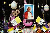 Pope windows by Maciej Jeziorek