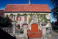 Europe/France/Limousin/23/Creuse/Env Ahun/Masgot: Le village des taillleurs de pierre - Pierres sculptées 19ème