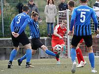 Justin Schmidt (Büttelborn) zieht ab und erzielt den Siegtreffer zum 3:2 - Büttelborn 03.10.2019: SKV Büttelborn vs. FSG Riedrode, Gruppenliga Darmstadt