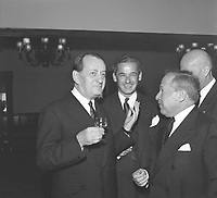 Réception en l'honneur d'André Malraux au restaurant Hélène-de-Champlain sur l'île Sainte-Hélène, 14 octobre 1963<br /> <br /> On y voit Malraux en compagnie de Pierre Dupuys, commissaire général d'Expo 67.