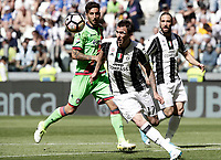 Calcio, Serie A: Juventus vs Crotone. Torino, Juventus Stadium, 21 maggio 2017.<br /> Juventus' Mario Mandzukic, center, in action during the Italian Serie A football match between Juventus and Crotone at Turin's Juventus Stadium, 21 May 2017. Juventus defeated Crotone 3-0 to win the sixth consecutive Scudetto.<br /> UPDATE IMAGES PRESS/Isabella Bonotto
