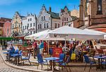 Deutschland, Bayern, Oberpfalz, Naturpark Oberer Bayerischer Wald, Cham: Cafes auf dem Marktplatz | Germany, Bavaria, Upper Palatinate, Nature Park Upper Bavarian Forest, Cham: Cafes at Market Square
