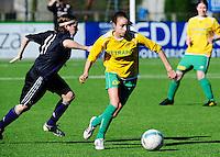 Dames Zulte-Waregem - RSC Anderlecht Dames : Tessa Wullaert loopt Anne Puttemans van zich af.foto VDB / BART VANDENBROUCKE.