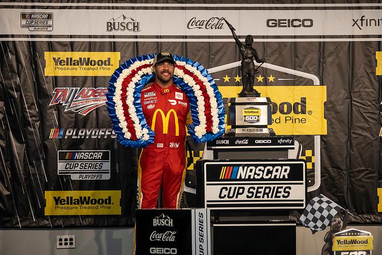 #23: Bubba Wallace, 23XI Racing, Toyota Camry McDonald's in victory lane