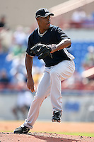 February 25, 2009:  Pitcher Jose Veras (41) of the New York Yankees during a Spring Training game at Dunedin Stadium in Dunedin, FL.  The New York Yankees defeated the Toronto Blue Jays 6-1.   Photo by:  Mike Janes/Four Seam Images