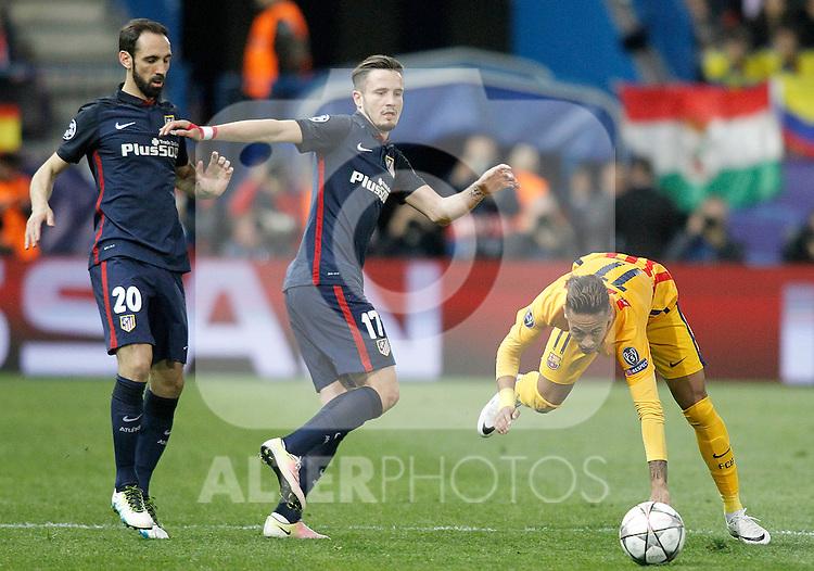 Atletico de Madrid's Juanfran Torres (l) and Saul Niguez (c) and FC Barcelona's Neymar Santos Jr during Champions League 2015/2016 Quarter-Finals 2nd leg match. April 13,2016. (ALTERPHOTOS/Acero)