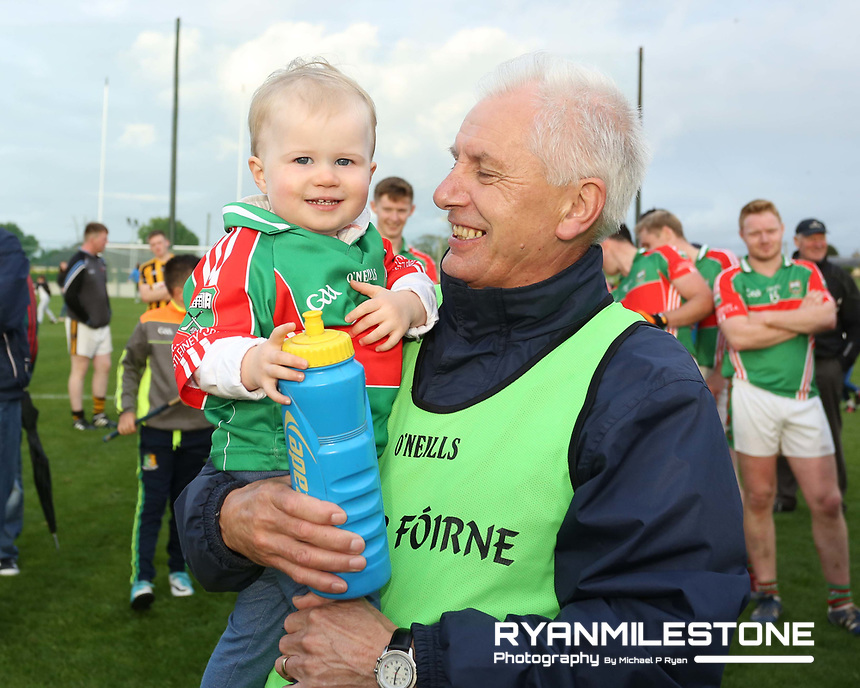 2017 Mid Tipperary Senior Football Final,<br /> Loughmore/Castleiney vs Upperchurch/Drombane,<br /> Saturday 9th September 2017,<br /> Littelton, Co Tipperary,<br /> Loughmore/Castleiney's young supporter Cait Brennan with her Grandad Eamonn Sweeney.<br /> Photo By: Michael P Ryan