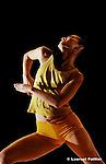 """Les 4 saisons"" d'Angelin Preljocaj au théâtre de la Ville....Chorégraphie : Angelin Preljocaj..""Chaosgraphie"" : Fabrice Hyber..Musique : Antonio Vivaldi..Interprétation : Giuliano Carmignola, le Venice Baroque Orchestra dirigé par Andréa Marcon..Lumières : Patrick Riou et Angelin Preljocaj..Costumes POFs Fabrice Hyber..Costumes Angelin Preljocaj..assisté de Claudine Duranti..Assistant, adjoint à la direction artistique Youri Van Den Bosch....Avec : Leonardo centi, Craig Dawson, Claudia de Smet, Sergio Diaz, Celine Galli, Emma Gustafsson, Kaori Ito, Alexandre Nipau, James William O'Hara, Zaratiana Randrianantenaina, Nagisa Shirai, Yang Wang"