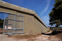 Isola di Pianosa. Pianosa Island. .Il muro Dalla Chiesa divide l'ex colonia penale dal borgo..The wall dividing the former penal colony from the village.Ingresso del carcere.