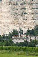 - stone quarries for the building industry in the province of Bergamo....- cave di pietra per l'industria edilizia in provincia di Bergamo