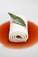 Europe/France/Provence-Alpes-Côte d'Azur/13/Bouches-du-Rhône/Marseille:Souplesse de lait  Recette de Gérald Passédat  chef  du restaurant : Le Petit Nice