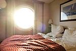 Bullauge in der Aussenkabine der Color Fantasy, 08/2014<br /> <br /> Engl.: Europe, Scandinavia, Norway, Oslo, ship Color Fantasy, room, outre cabin, bed, bull's-eye, August 2014