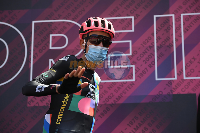 Hugh Carthy (GBR) EF Education-Nippo at sign on before the start of Stage 17 of the 2021 Giro d'Italia, running 193km from Canazei to Sega Di Ala, Italy. 26th May 2021.  <br /> Picture: LaPresse/Marco Alpozzi | Cyclefile<br /> <br /> All photos usage must carry mandatory copyright credit (© Cyclefile | LaPresse/Marco Alpozzi)