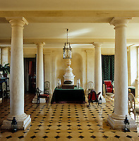 In the entrance hall the marble floor and four Doric columns create an atmosphere of grandeur and formality