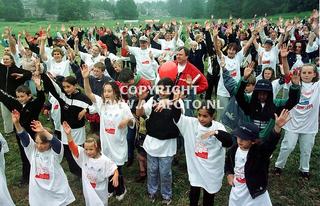 Arnhem,20-06-99  foto:Koos Groenewold (APA)<br />Recordpoging Aerobic in park Sonsbeek in Arnhem.
