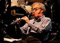 Il regista statunitense Woody Allen suona il clarinetto durante un concerto con la sua New Orleans Jazz Band all'Auditorium di Roma, 31 marzo 2010..U.S. movie director Woody Allen plays his clarinet during a concert with his New Orleans Jazz Band at Rome's Auditorium, 31 march 2010..UPDATE IMAGES PRESS/Riccardo De Luca