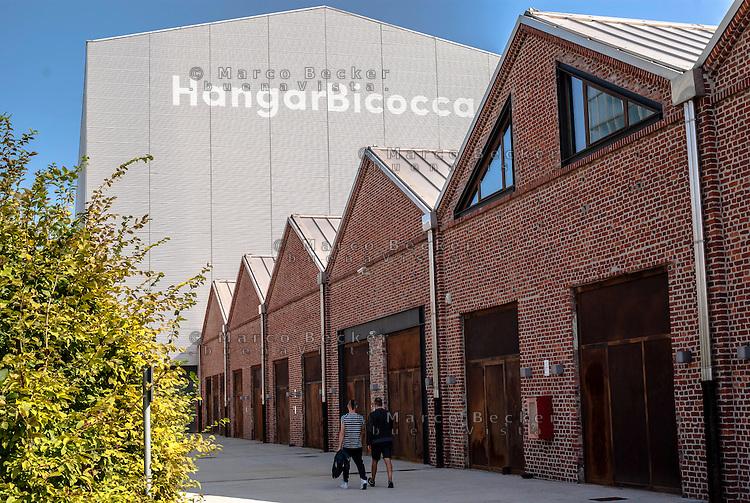 Milano, Hangar Bicocca, spazio espositivo in vecchi capannoni industriali sostenuto da Pirelli --- Milan, exhibitions space HangarBicocca, funded and managed by Pirelli, in old industrial sheds
