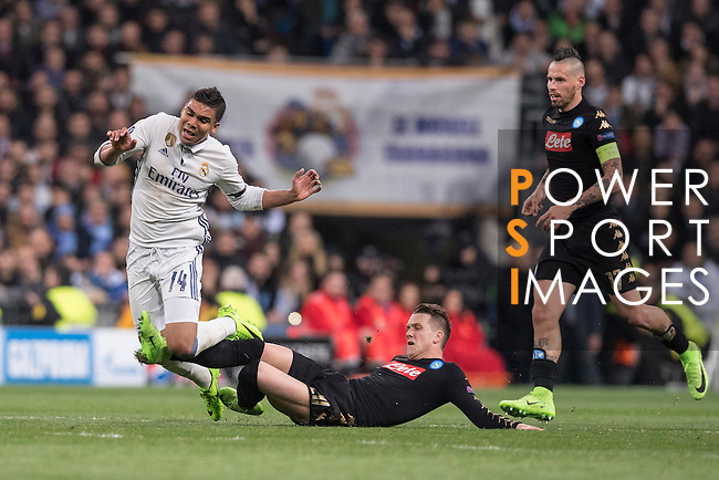 Carlos Henrique Casemiro of Real Madrid fights for the ball with Piotr Zielinski of SSC Napoli during the match Real Madrid vs Napoli, part of the 2016-17 UEFA Champions League Round of 16 at the Santiago Bernabeu Stadium on 15 February 2017 in Madrid, Spain. Photo by Diego Gonzalez Souto / Power Sport Images