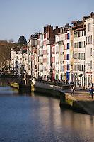 Europe/France/Aquitaine/64/Pyrénées-Atlantiques/Pays Basque/ Bayonne: Maisons sur les quais  de la Nive