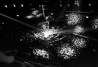 Le chanteur Claude Dubois - en spectacle a Quebec,<br /> vers 1980<br /> <br /> Photographe : Jacques Thibault<br /> Collection: Jocelyn Paquet<br /> Numéro: 34021<br /> Historique de diffusion:- Agence Quebec Presse