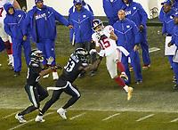 wide receiver Golden Tate (15) of the New York Giants gegen outside linebacker Nigel Bradham (53) of the Philadelphia Eagles - 09.12.2019: Philadelphia Eagles vs. New York Giants, Monday Night Football, Lincoln Financial Field