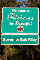 "Sign reading ""Welcome to Alabama the Beautiful"