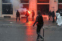 - Milano 1 maggio 2015, manifestazione Mayday Parade in protesta contro l'Esposizione Universale EXPO 2015, scontri con la polizia<br />