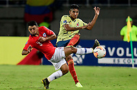 PEREIRA - COLOMBIA, 30-01-2020: Gabriel Fuentes de Colombia disputa el balón con Adrian Cuadra de Chile durante partido entre Colombia U-23 y Chile U-23 por la fecha 5, grupo A, del CONMEBOL Preolímpico Colombia 2020 jugado en el estadio Hernán Ramírez Villegas de Pereira, Colombia. /  Gabriel Fuentes of Colombia fights the ball with Adrian Cuadra of Chile during the match between Colombia U-23 and Chile U-23 for the date 5, group A, for the CONMEBOL Pre-Olympic Tournament Colombia 2020 played at Hernan Ramirez Villegas stadium in Pereira, Colombia. Photo: VizzorImage / Cristian Alvarez / Cont