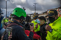BOGOTA - COLOMBIA, 20-07-2021: Un manifestante de primera línea es arrestado por la policia en el sector de Usme hoy, 20 de julio de 2021, en Bogotá durante la conmemoración del día de independencia de Colombia en el cual siguen las protestas del paro nacional que nuevamente convocó movilizaciones para protestar por el gobierno del presidente Duque. / A front-line protester is arrested by the police in the Usme sector today, July 20, 2021, in Bogotá during the commemoration of Colombia's independence day in which the protests of the national strike that again called mobilizations to protest the government of President Duque. Photo: VizzorImage / Diego Cuevas / Cont